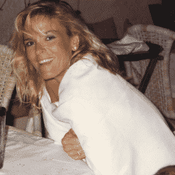 Nicole Brown-Simpson poses for camera smiling